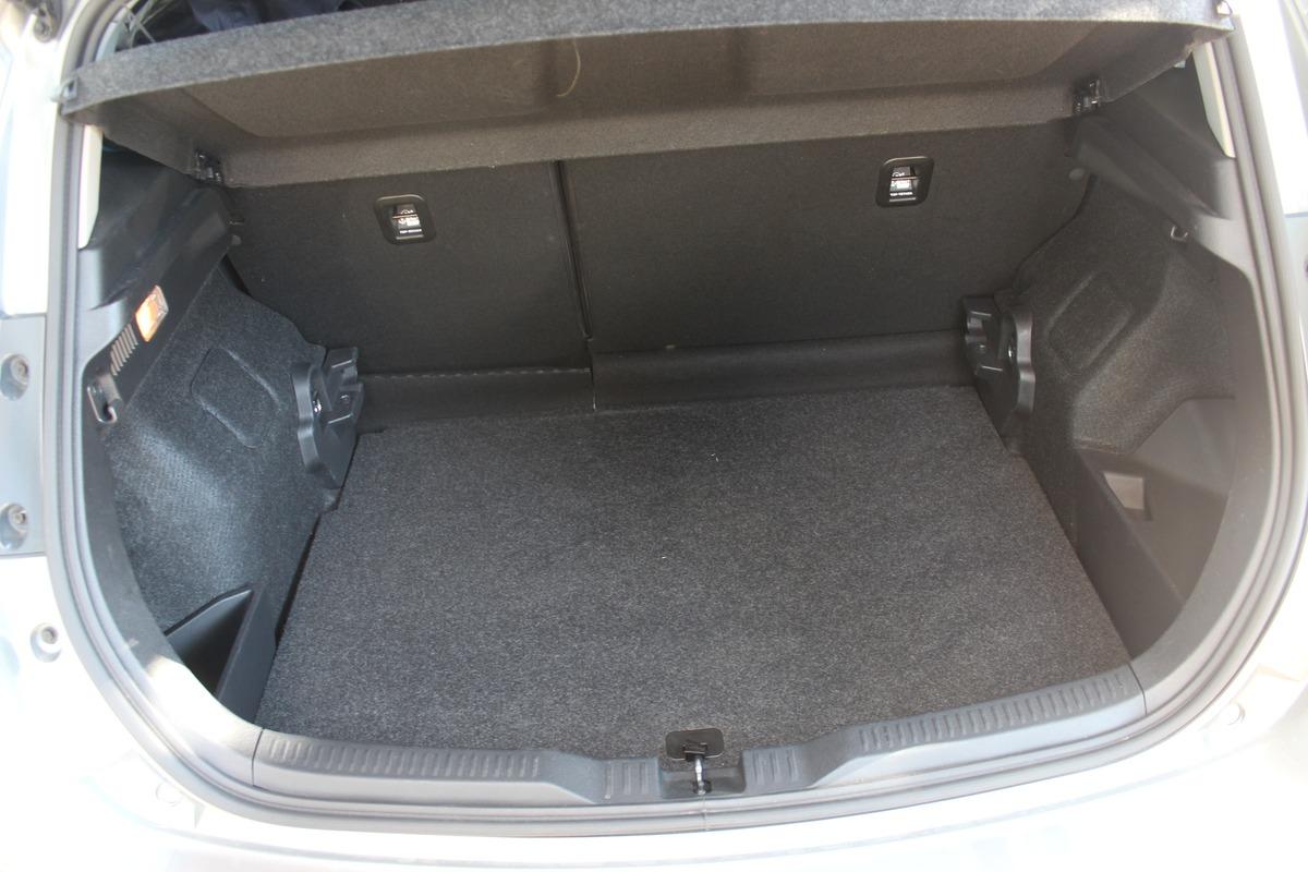 Toyota Auris hybride 136h - bv cvt BVA