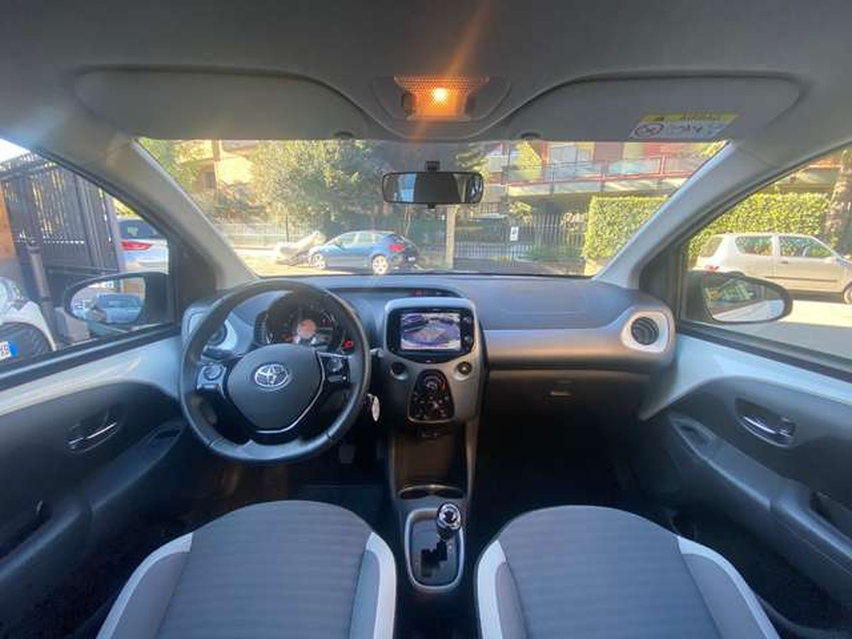Toyota Aygo Connect 1.0 VVT-i  x-business AZR