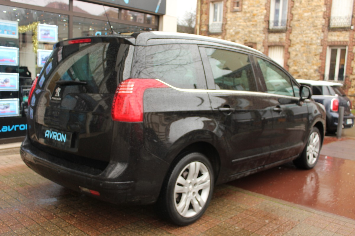 Peugeot 5008 (2) 1.6L BLUEHDI 121 S&S ALLURE EAT6
