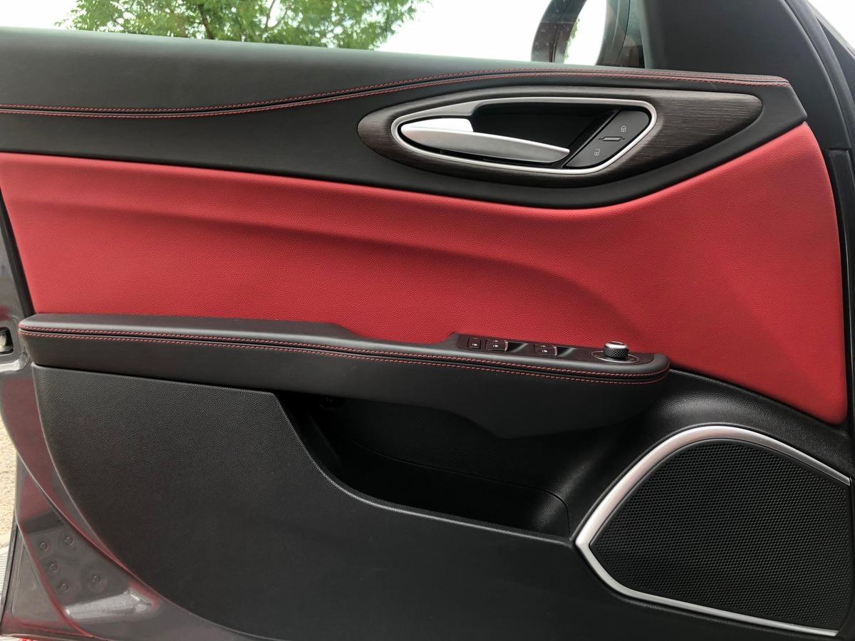 Alfa Romeo Giulia 2.0 TB 200 LUSSO EDITION AT8
