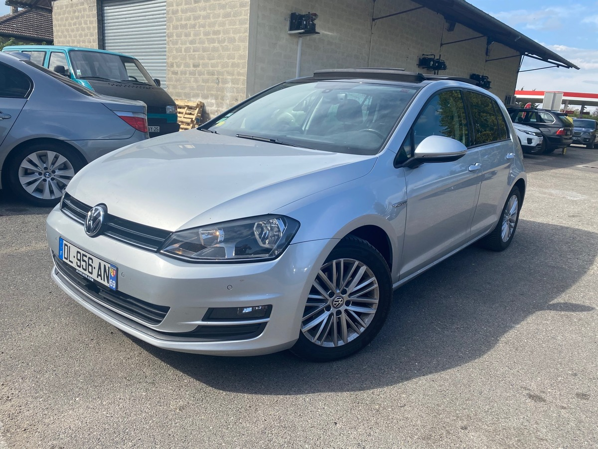 Volkswagen Golf 1.6 TDI 105CH CUP TOIT PANORAMIQUE