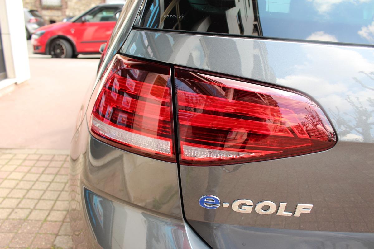 Volkswagen Golf VII (2) 136CH E-GOLF 7Chx 5P 1