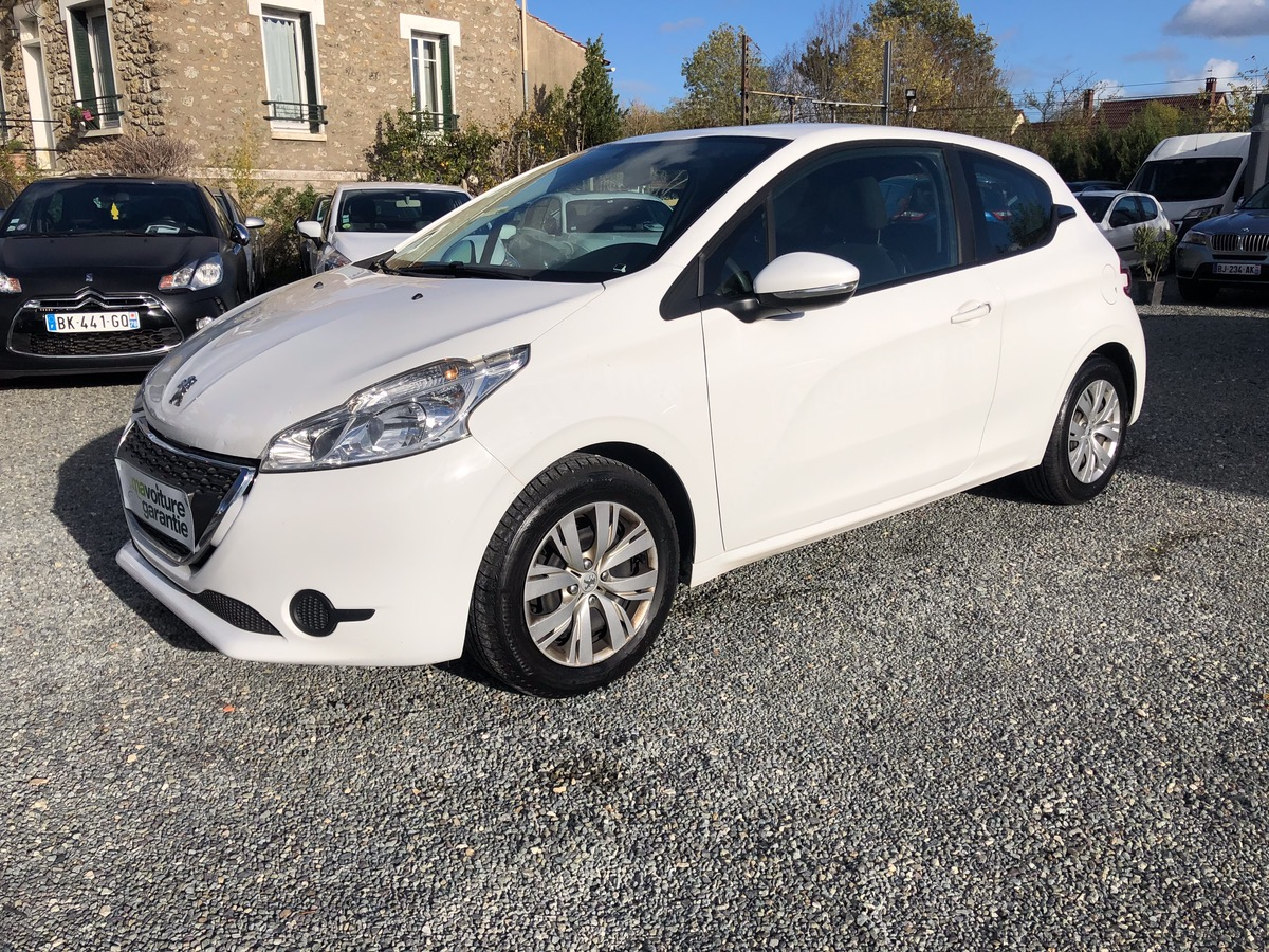 Peugeot 208 1.4 HDI 68 BUSINESS 5 PLACES 1MAIN
