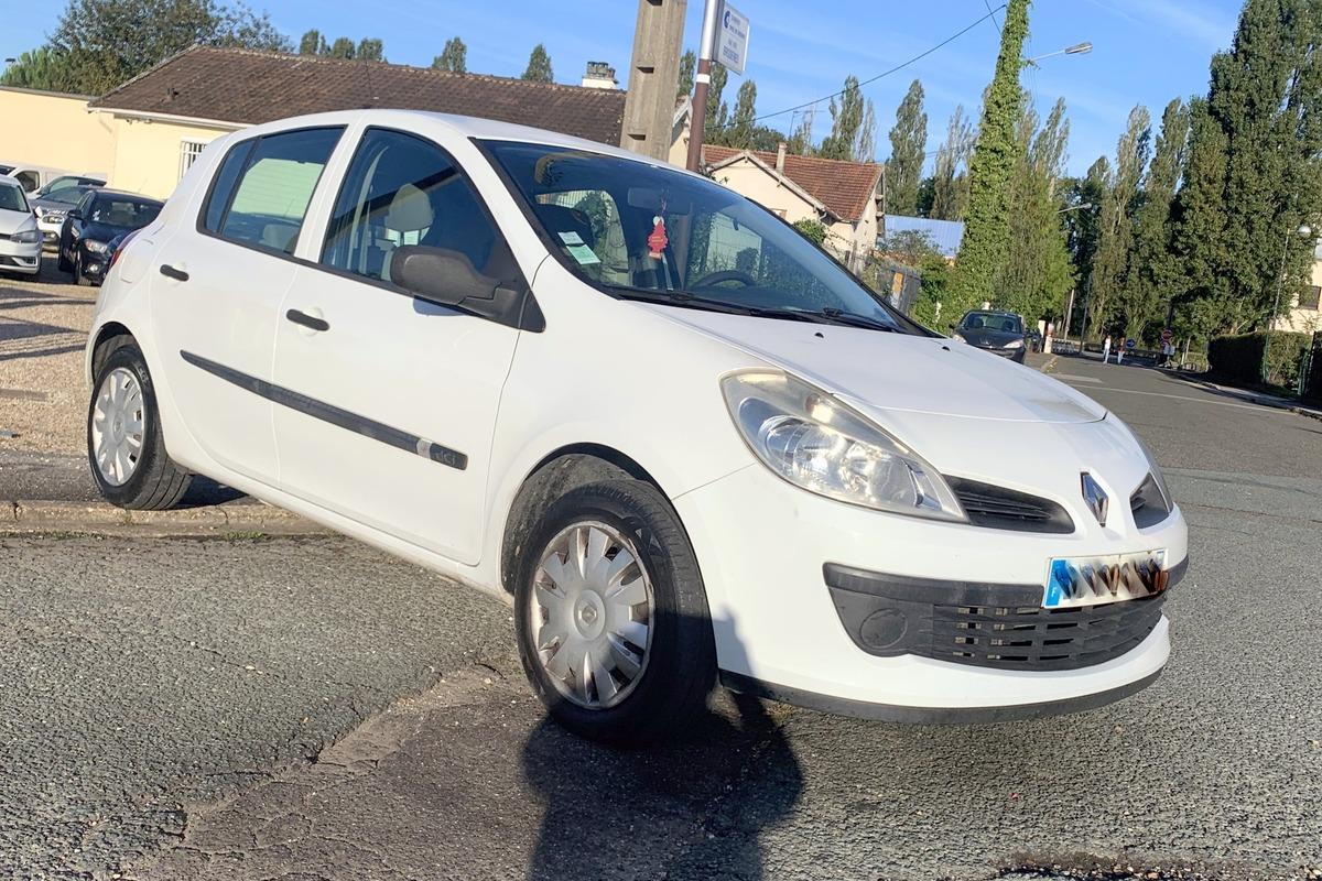 Renault Clio 3 PHASE 1    1.5DCI 86CV 5 PLACES