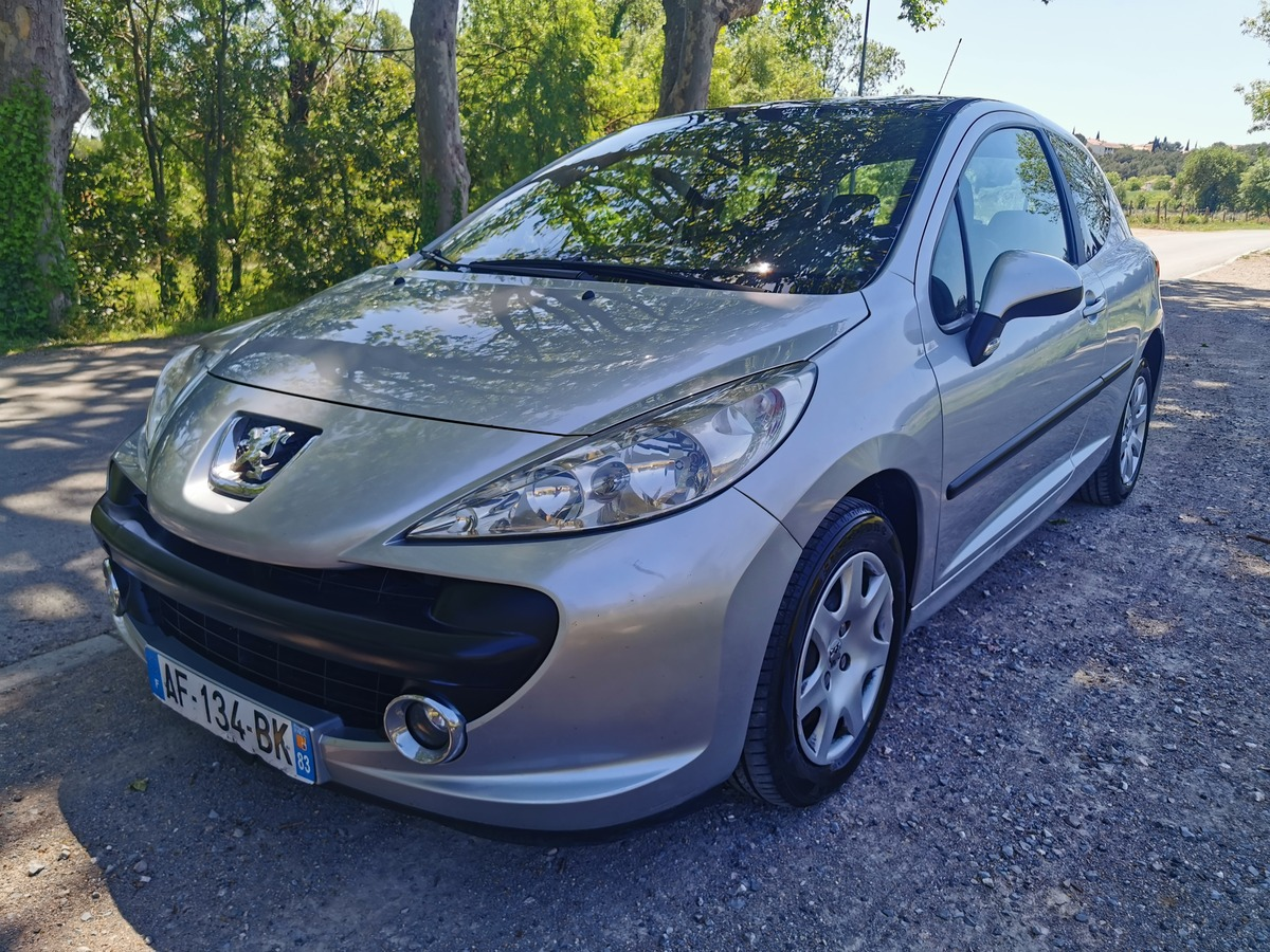 Peugeot 207 Toit panoramique ct ok
