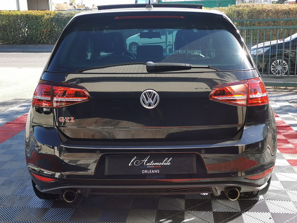 Volkswagen Golf GTI PERFORMANCE 2.0 TSI 230